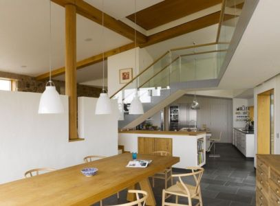 séjour & cuisine - Jersey House par Hudson Architects - Normandie, France