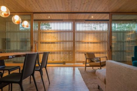 séjour & salon nuit - Woodsy-Retreat par Heliotrope Architects - Washington, USA
