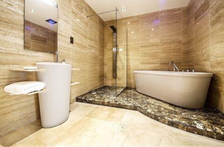 salle à de bains et marbre - New-Aloes à Gibraltar