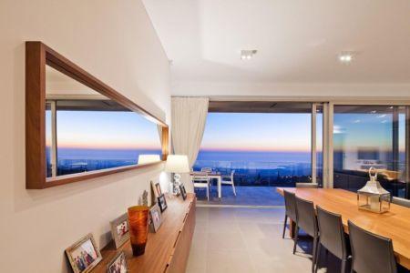 salle à manger - Prodromos and Desi Residence par VARDAstudio - Paphos, Chypre