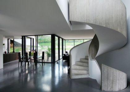 salle à manger & escalier design - maison exclusive par SKP Architecture - Créteil, France