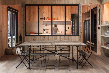 salle à manger & vue cuisine - House-Todos-Los-Santos par Apio Arquitectos - Puerto Montt, Chili