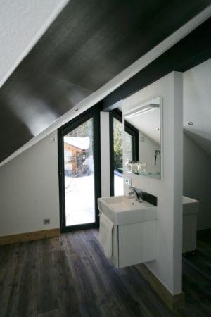 salle de bains 2 - Chalet Piolet par Chevallier Architectes - Chamonix, France