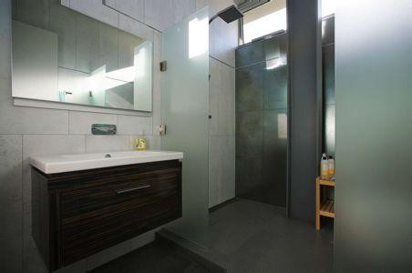 salle de bains - Anthrazit House par Architects Magnus - Santa Barbara, Usa
