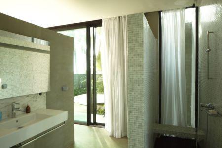 salle de bains - Bambou pavillion par Koffi Diabat architectes - Assinie-Mafia, Côte d'Ivoire