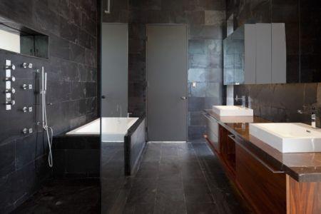 salle de bains - Bella Vita Villa par Prototype Design Lab -  îles Turques et Caïques