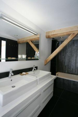salle de bains - Chalet Piolet par Chevallier Architectes - Chamonix, France