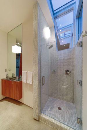 salle de bains  - Flute house par The Think Shop Architects - Royal Oak , Usa