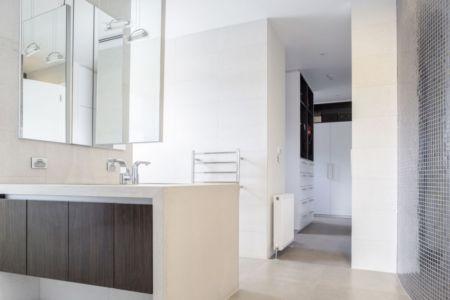 salle de bains - Hampton Residence par Finnis Architects - Melbourne, Australie