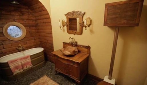 salle de bains - Hobbit-Village par Kristie Wolfe - Chelan, USA