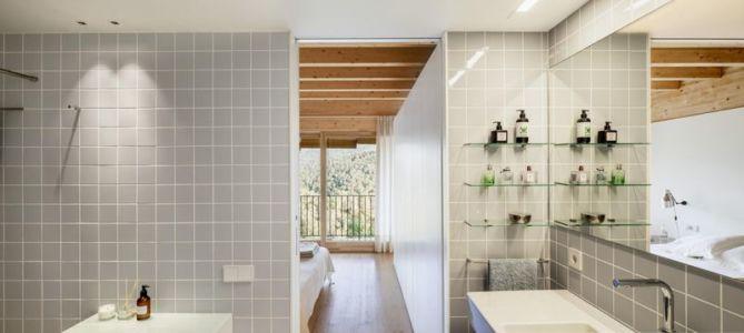 salle de bains - House LLP par Alventosa Morell Arquitectes - Collserola, Espagne