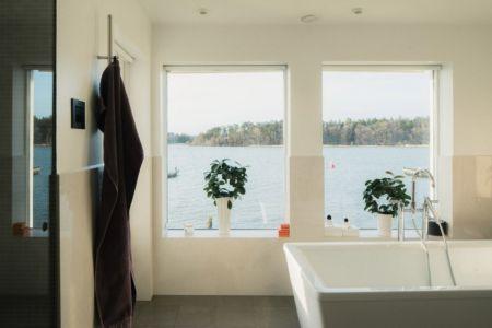 salle de bains - Maison contemporaine scandinave par Boris Culjat - Suède.jpg