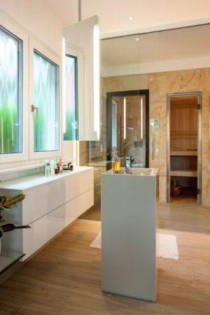 salle de bains - Maison en ossature bois par Weberhaus -Brandebourg, Allemagne