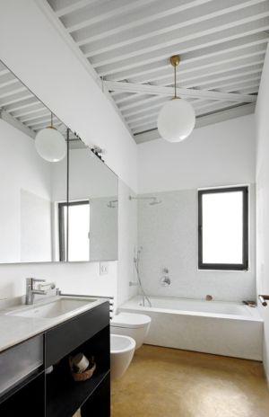 salle de bains - Maison et atelier d'artiste par Miba architects - Gijón, Espagne