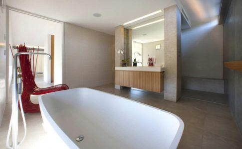 salle de bains - Mosman house par Popov Bass Architects - Sydney,Australie - photo Kraig Carlstrom