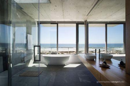 salle de bains - Pearl Bay Residence par Gavin Maddock Design Studio - Yzerfontein, Afrique du Sud