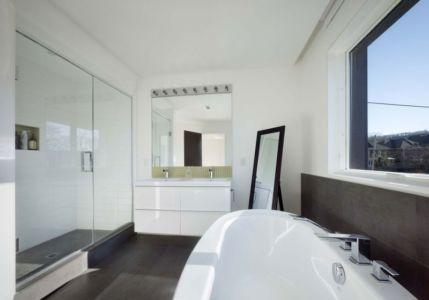 salle de bains - Renovates-Private-Residence par Dpai Architecture - Hamilton, Canada