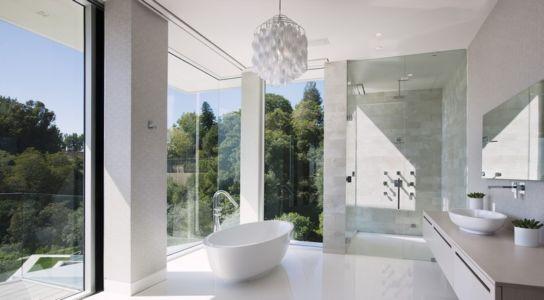 salle de bains - Sarbonne par McClean Design - Los Angeles, Usa