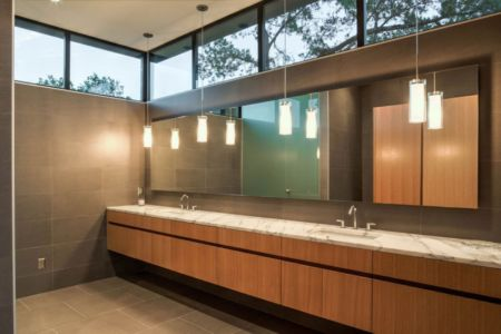 salle de bains - Waterfall-House par Dick Clark + Associates. - Austin, Usa