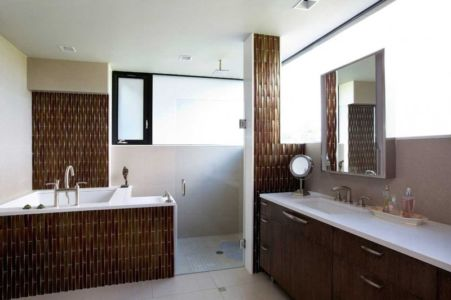 salle de bains - baignoire et douche - Sands Point Residence par Narofsky Architecture - Long Island, Usa