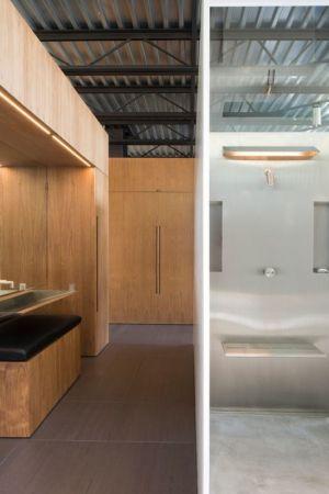 salle de bains chambre principale - Shokan-House par Jay Bargmann - New York, USA