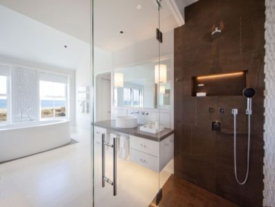 salle de bains douche - Squam Residence par J. Brown Builders - Nantucket Island, Usa - photo Jeffrey Allen