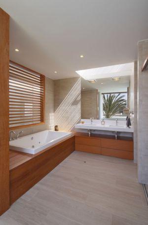 salle de bains en bois - Maison Mar-de-Luz par Oscar Gonzalez Moix - Pérou