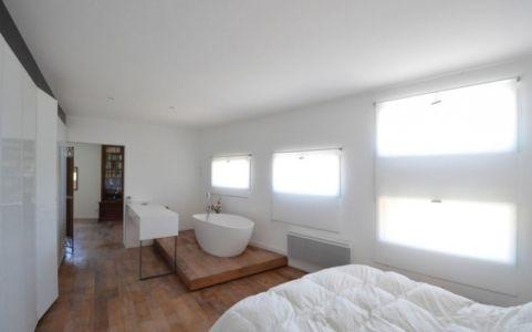 salle de bains et chambre - Maison Spirale par Portal Thomas Teissier Architecture - Catelnau Le Lez, France