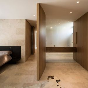 salle de bains et chambre - Vivienda en Son Vida par Negre Studio & Rambla 9 Arquitectura - Palma de Majorque, Espagne