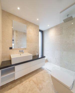 salle de bains et douche - Luxury Green Homes par Amber Gardens - Bucarest, Roumanie