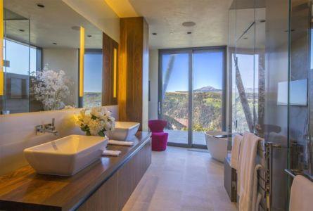 salle de bains - home-Colorado par Bill Poss - Colorado, USA