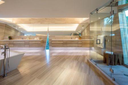 salle de bains & lavabo vitrée - The Ark-480 Ocean Blvd par Relance New York - Floride, USA