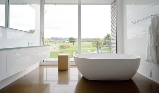 salle de bains - maison contemporaine par Luc Spits, Belgique
