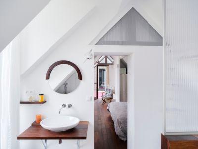 salle de bains - maison entre deux par Clément Bacle - Rennes, France - photo Martin Argyroglo