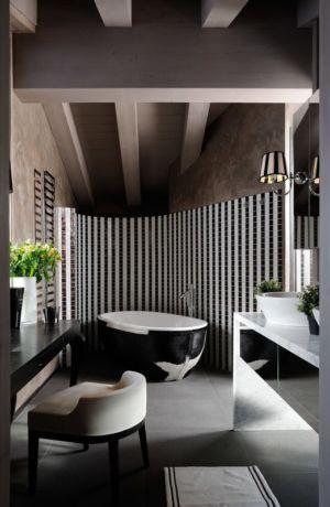 salle de bains noire et blanche - Luxury Chalet par Jean-Marc et Anne-Sophie Mouchet - Courchevel, France