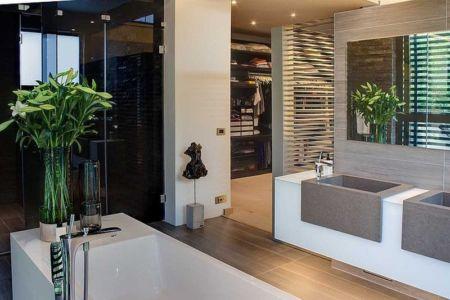 salle de bains parentale et dressing - House Sar par Nico van der Meulen Architects - Johannesbourg, Afrique du Sud
