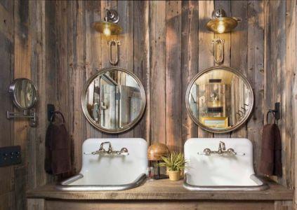 salle de bains rustique - Rocky Mountain retraite par Beck Building Company - Aspen Springs, Usa