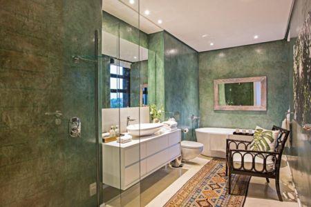 salle de bains verte - Aloe Ridge House par Metropole Architects - Kwa Zulu Natal, Afrique du Sud