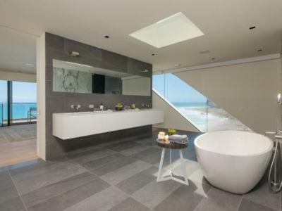 salle de bains - villa contemporaine à Malibu, Usa