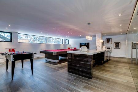 salle de jeux - Ashley Park House par Barroso Homes - Toronto, Canada