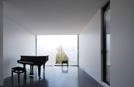 maison contemporaine en b ton en 3 volumes vitr s en france construire tendance. Black Bedroom Furniture Sets. Home Design Ideas