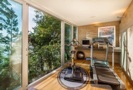 salle de sport - villa contemporaine en bois par Daniel Evan White - Saanich, Canada