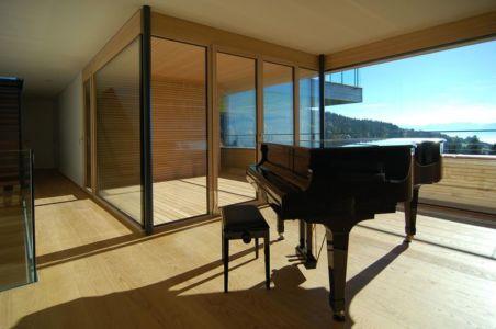 salle loisirs et piano - house-dornbirn par KM Architektur en Suisse