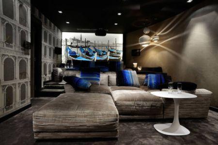 salle multimédias - Luxury Chalet par Jean-Marc et Anne-Sophie Mouchet - Courchevel, France
