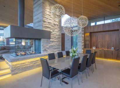 salle séjour & cheminée design - home-Colorado par Bill Poss - Colorado, USA