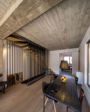 salle séjour & escalier accès étage - LAMA-House par LAMA Arhitectura - Bucarest, Roumanie