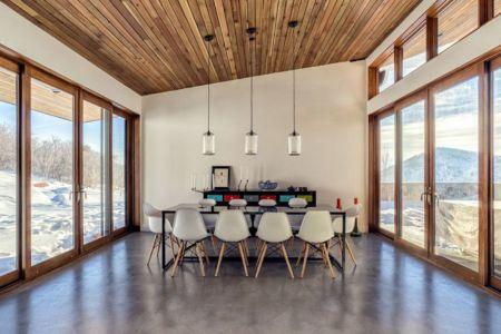salle séjour & baies vitrées - wood-clad-home par ParkCity Design - Utah, USA