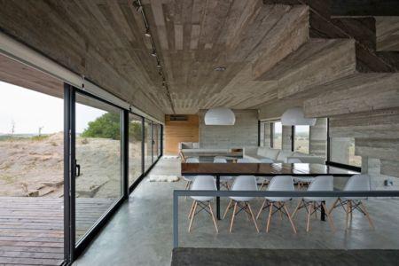 salle séjour & salon - House-three-forms par Luciano Kruk - Buenos Aires, Argentine