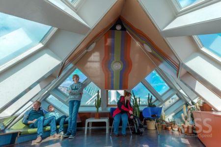 salon - Cube-houses par Piet Blom - Rotterdam, Pays-Bas