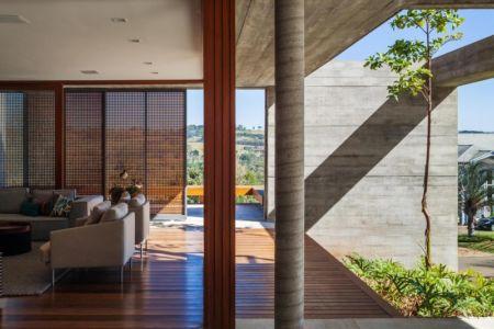 salon - Ft house par Reinach Mendon Arquitetos - Bragança Paulista, Brésil